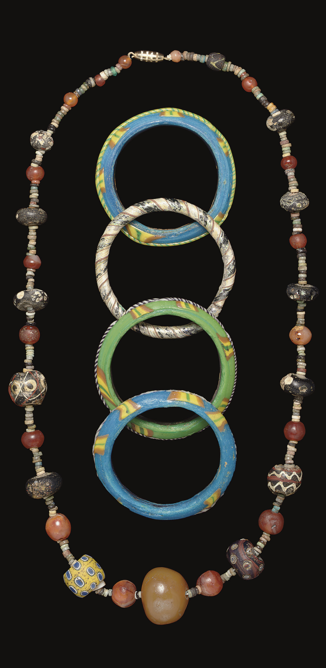 AN ANCIENT GLASS BEAD NECKLACE