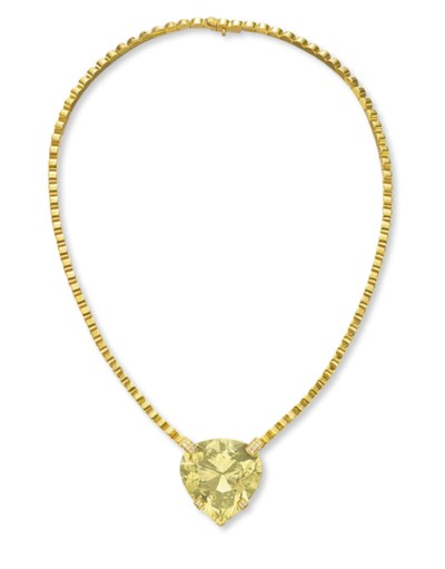 A GREEN BERYL AND GOLD NECKLAC