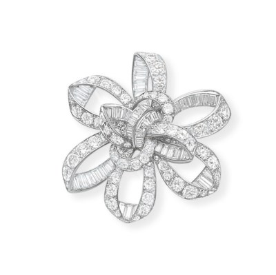 A STYLISH DIAMOND BROOCH, BY J