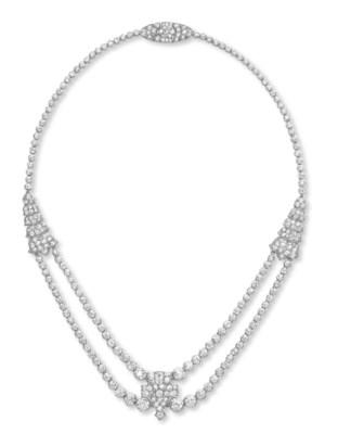AN ART DECO DIAMOND NECKLACE,