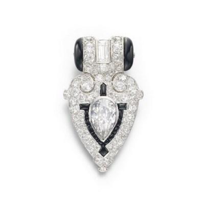 AN ART DECO DIAMOND AND ONYX D