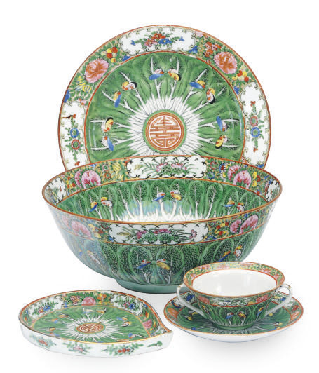 A CHINESE EXPORT-STYLE PORCELA