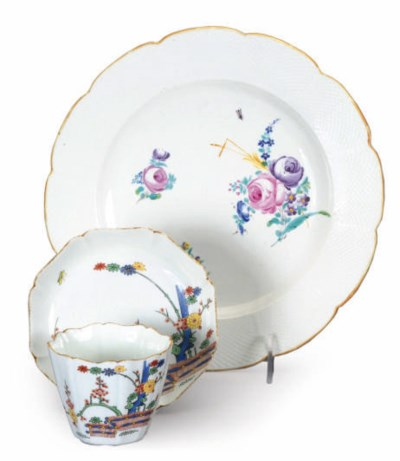 A FRENCH PORCELAIN KAKIEMON-DE