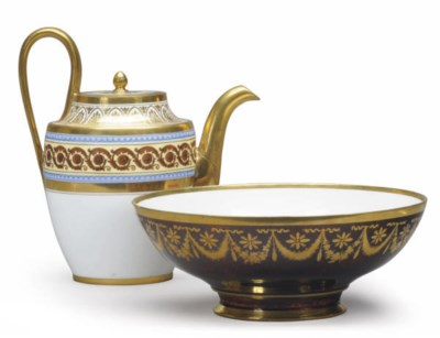 A FRENCH PORCELAIN TEAPOT AND