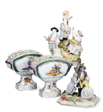 A GERMAN PORCELAIN FIGURE GROU