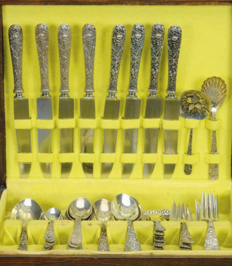 AN AMERICA SILVER FLATWARE SET