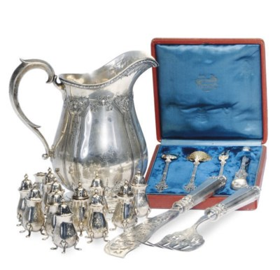 A SET OF FRENCH SILVER SERVING
