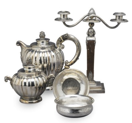 AN ITALIAN SILVER TEAPOT WITH