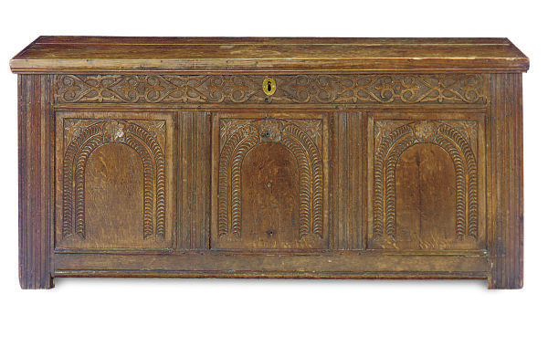AN ENGLISH OAK COFFER