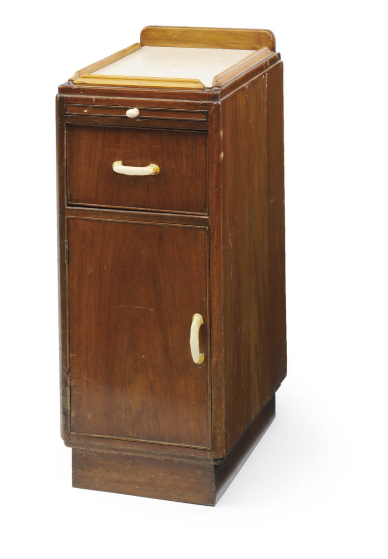 A nightstand from a Tourits cl