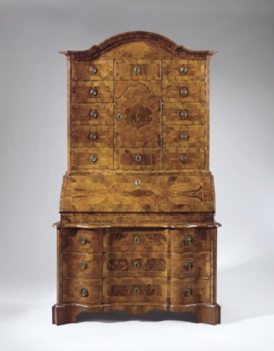 A SOUTH GERMAN WALNUT, BURR EL