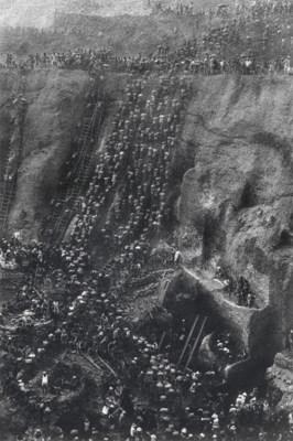 SEBASTIÃO SALGADO (B. 1944)
