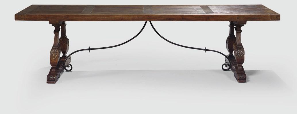 TABLE DANS LE STYLE BAROQUE ES