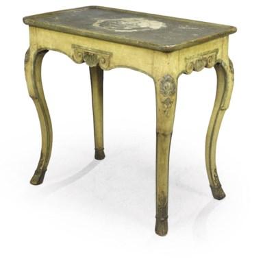 TABLE EN CABARET DE STYLE REGE