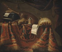 Cassette, violon, guitare, carillon, mandore et partitions de musique sur un entablement recouvert d'un tapis