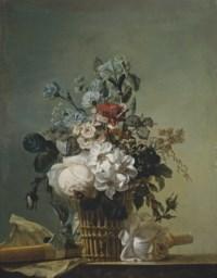 Bouquet de fleurs, flûte et partition sur un entablement