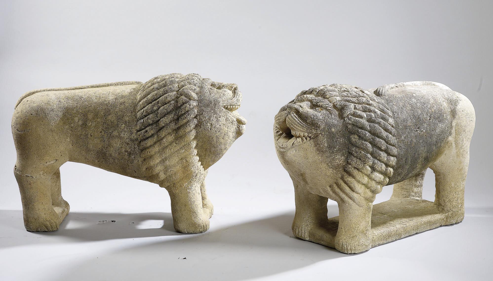 IMPORTANTE PAIRE DE LIONS SCUL