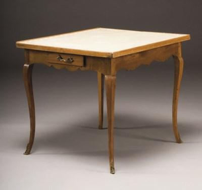 TABLE A JEUX DE STYLE LOUIS XV