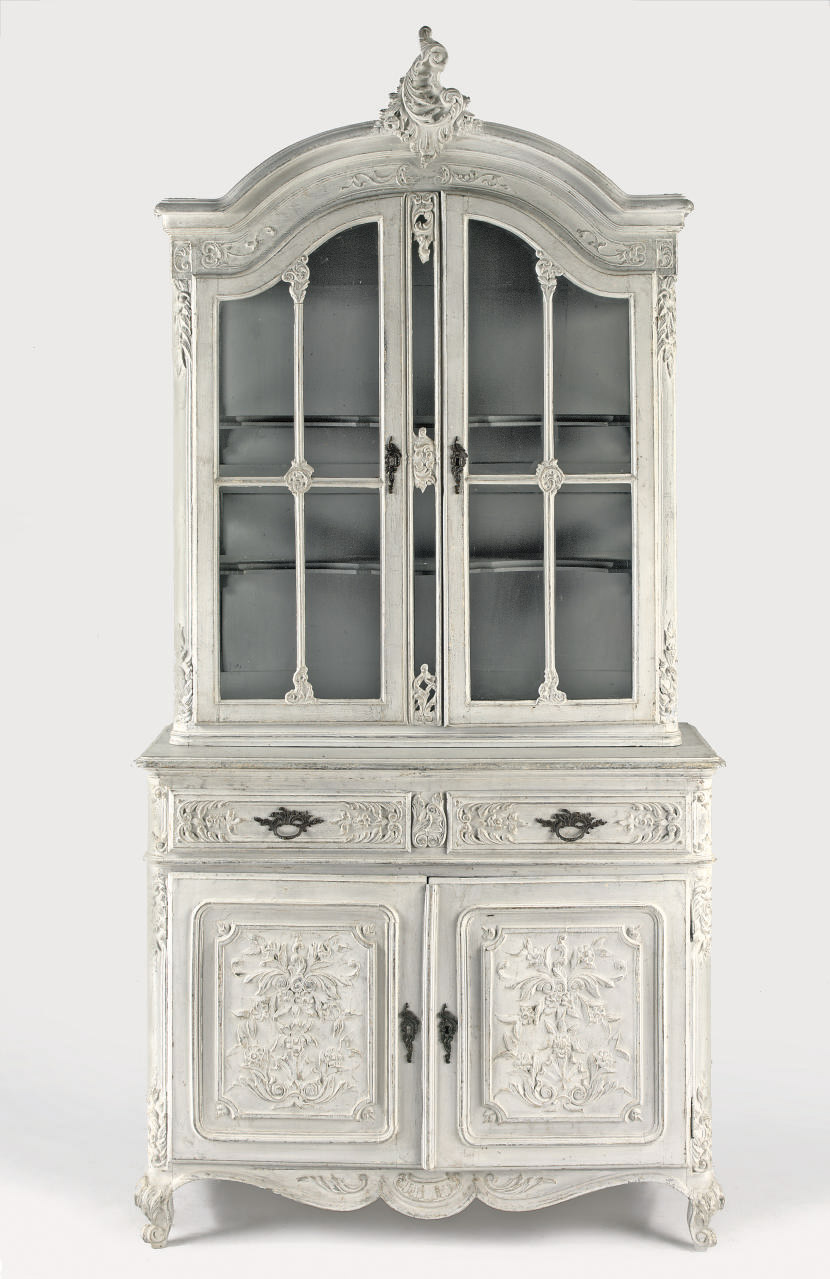 A FRENCH WHITE PAINTED DISPLAY
