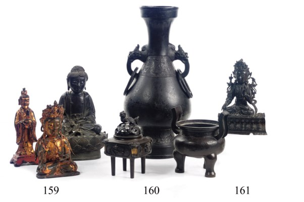 A Chinese bronze archaistic va