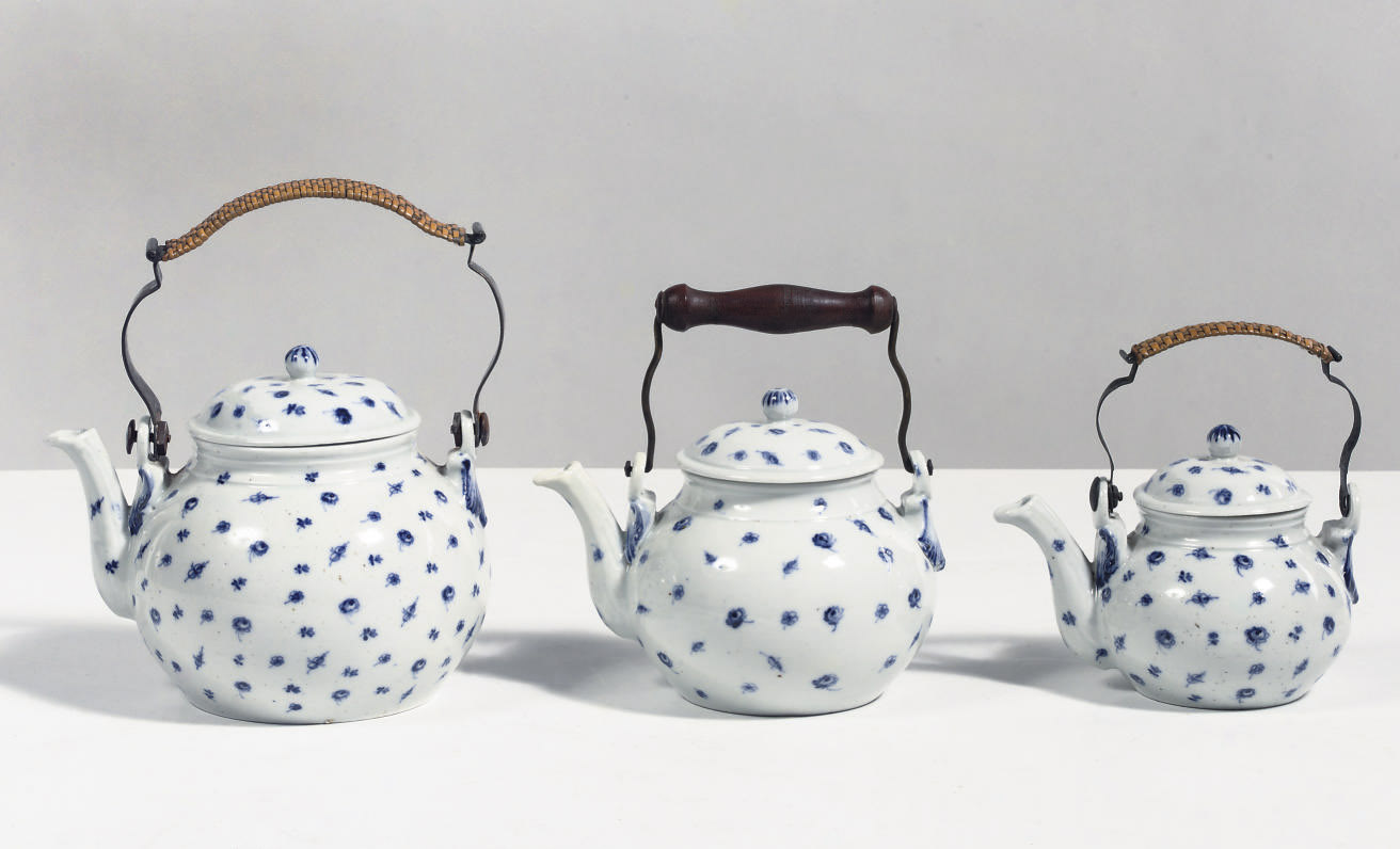 Three Thüringen porcelain blue
