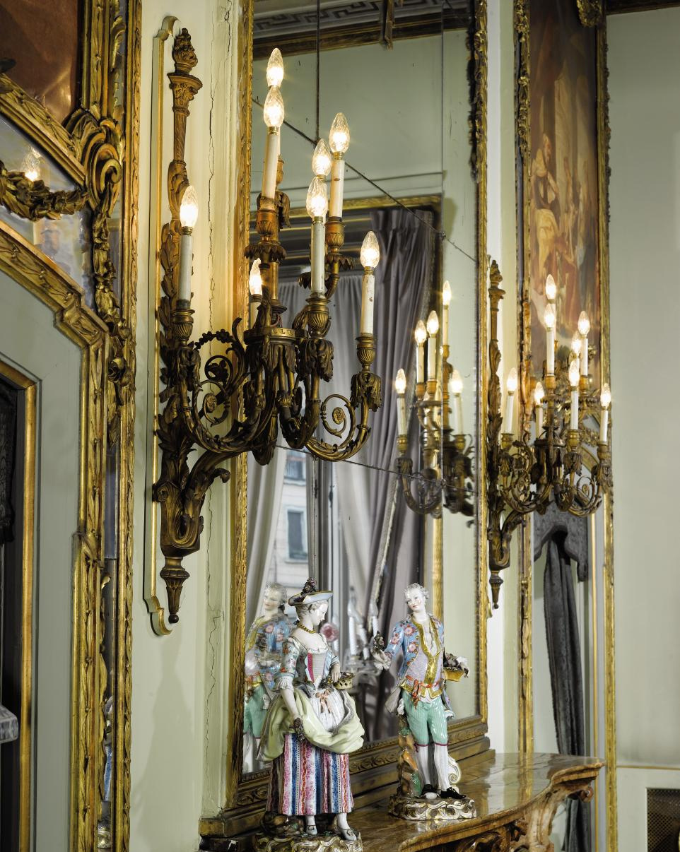 A PAIR OF FRENCH ORMOLU EIGHT-