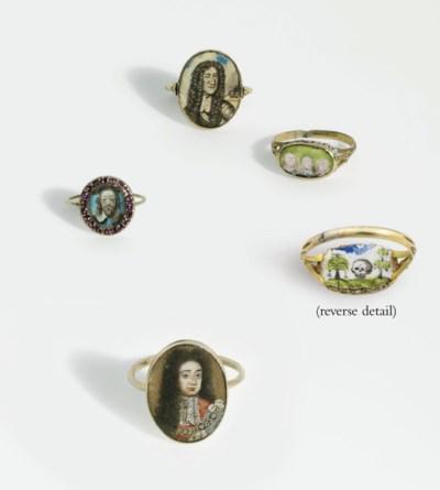 FOUR GOLD MEMORIAL RINGS FOR C