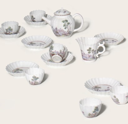 A CHELSEA PORCELAIN PART TEA-S