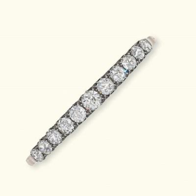 AN ANTIQUE DIAMOND BANGLE