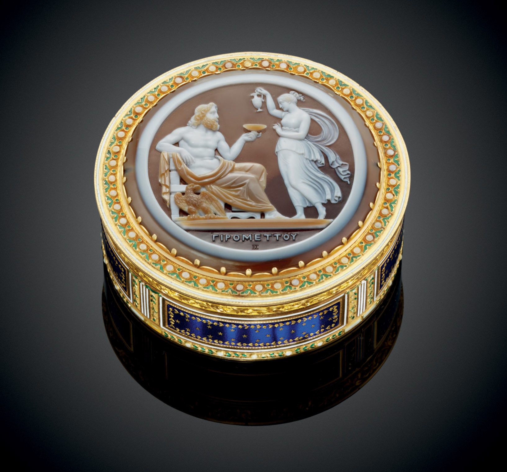 A LOUIS XVI ENAMELLED GOLD BONBONNIÈRE SET WITH A CAMEO