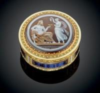 A LOUIS XVI ENAMELLED GOLD BONBONNIÈRE SET WITH A CAMEO