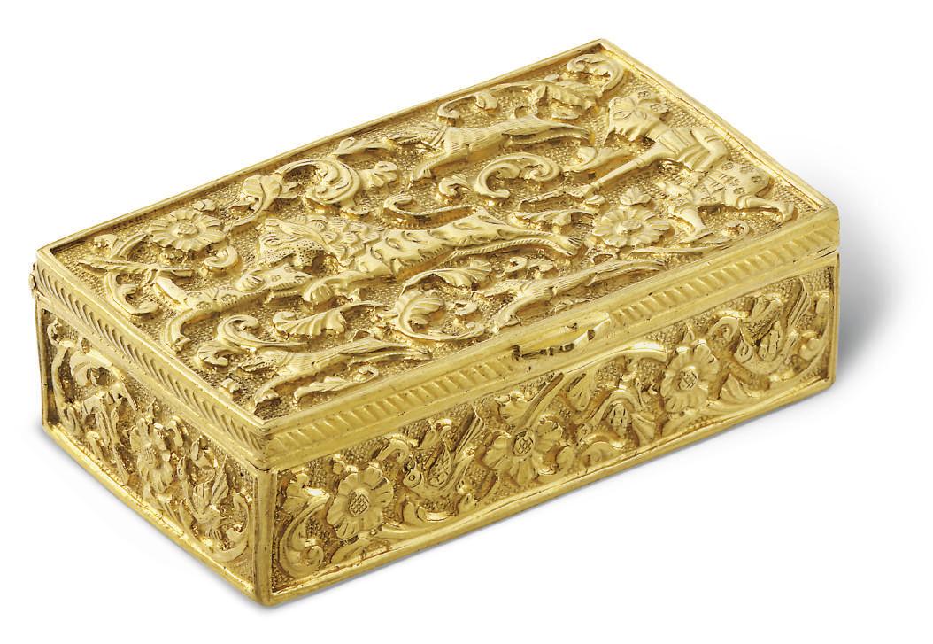 AN INDIAN GOLD SNUFF-BOX