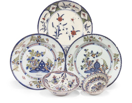 A PAIR OF LAMBETH DELFT DISHES