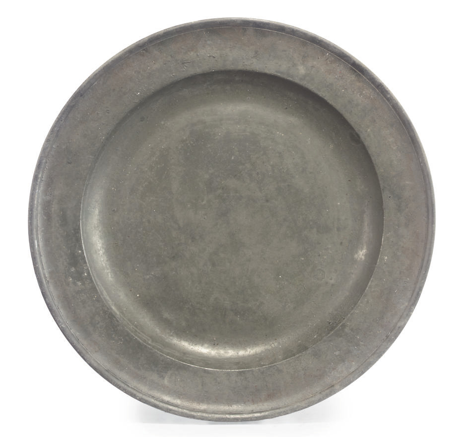 A WILLIAM AND MARY PEWTER CHARGER