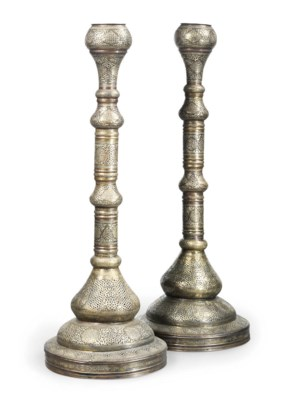 A PAIR OF LARGE FREESTANDING C