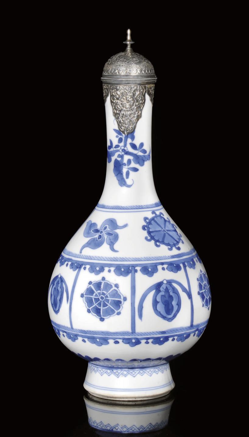 A KANGXI BLUE AND WHITE ISLAMI