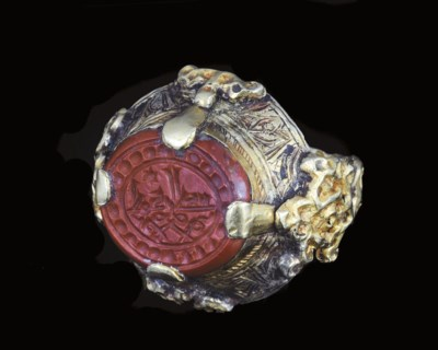 A SELJUK GOLD RING WITH INSCRI
