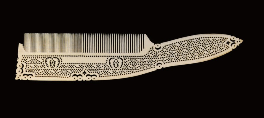 A CARVED IVORY COMB, INDIA, EA