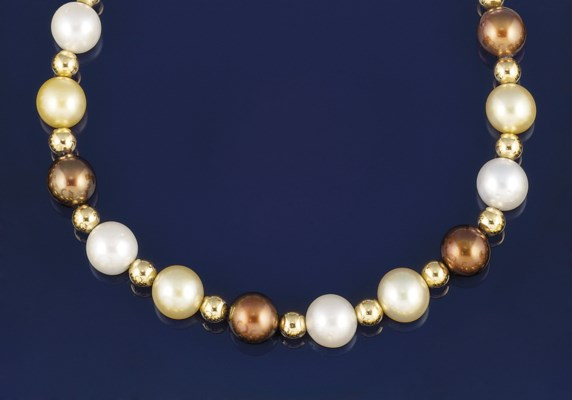 An 18ct. gold and cultured pea