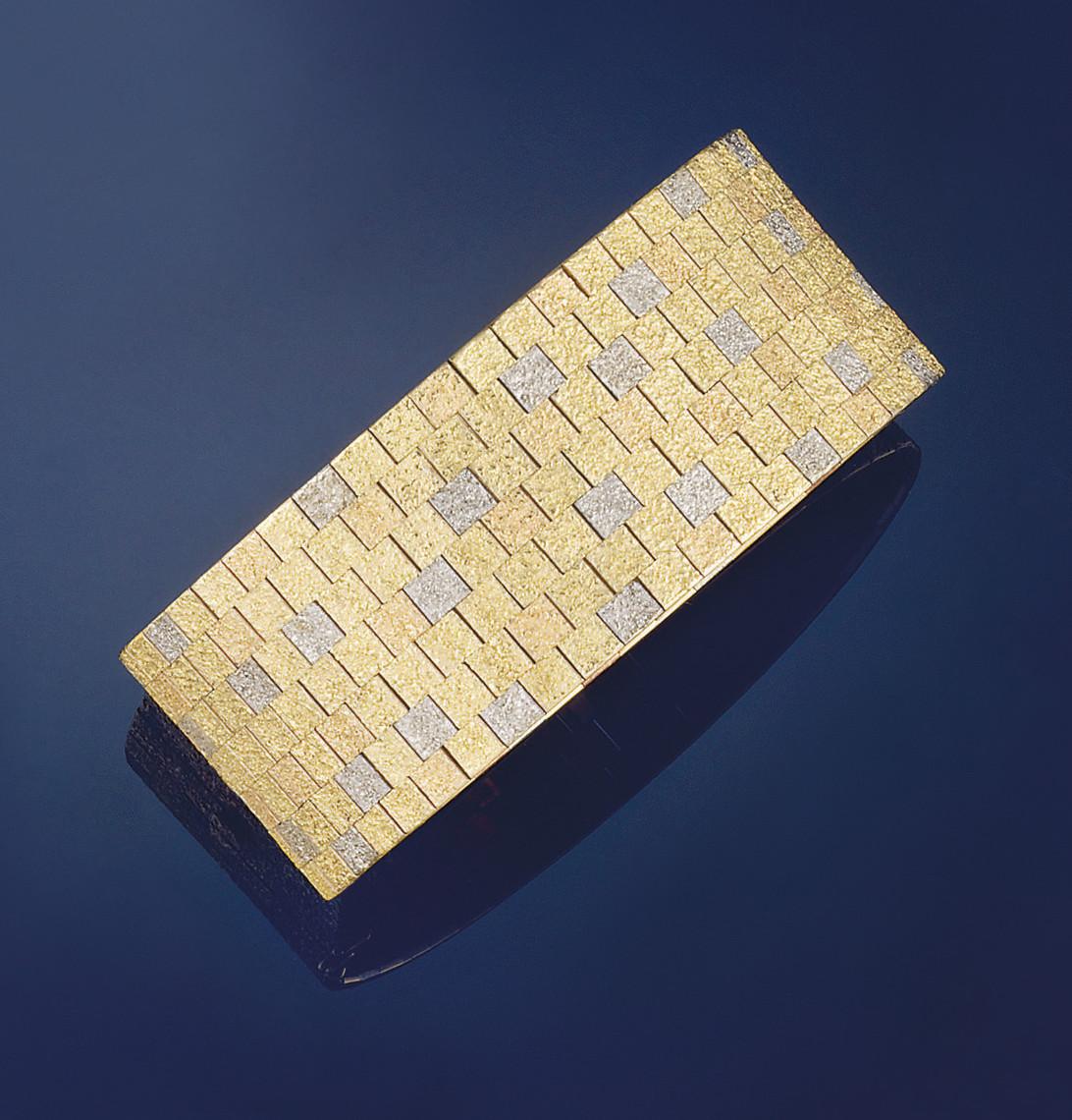A 9 CT.THREE COLOUR GOLD BRACE