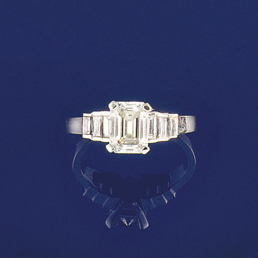 A diamond single stone ring an