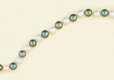 A CUTLURED PEARL NECKLACE