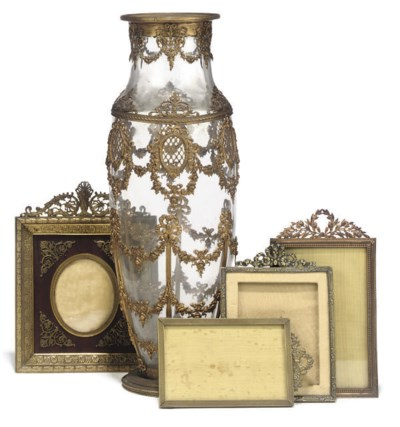 A CONTINENTAL GLASS AND GILT-B