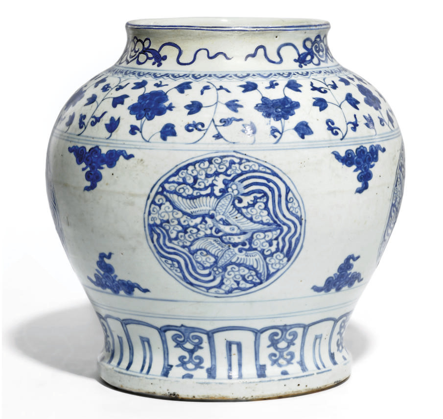 A CHINESE BLUE AND WHITE WINE