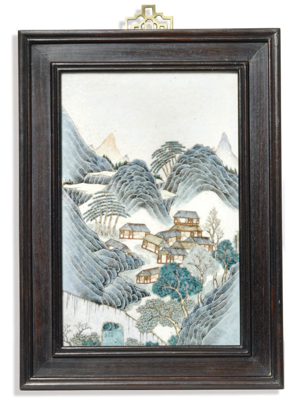 A CHINESE PAINTED PORCELAIN PL