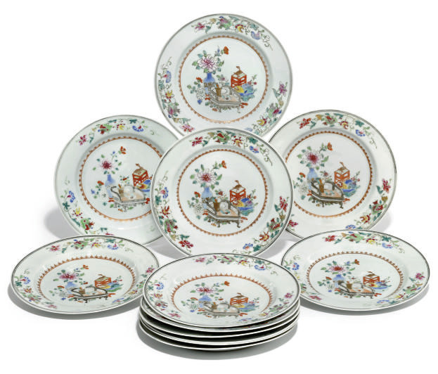 A SET OF TWELVE CHINESE EXPORT