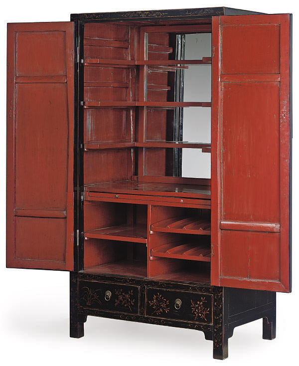 A CHINOISERIE GILT DECORATED B