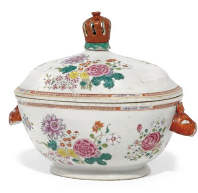 A CHINESE EXPORT SOUP TUREEN A