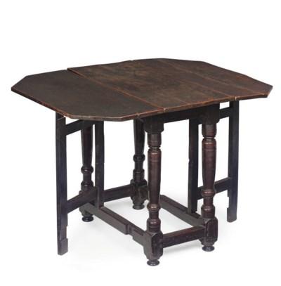 A QUEEN ANNE OAK GATELEG TABLE