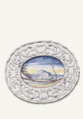 A PAVIA SHAPED OVAL DISH